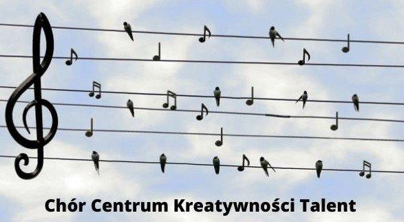 Klucz wiolinowy na tle drutów energetycznych, na których znajdują się nuty i jaskółki w charakterze znaków muzycznych.