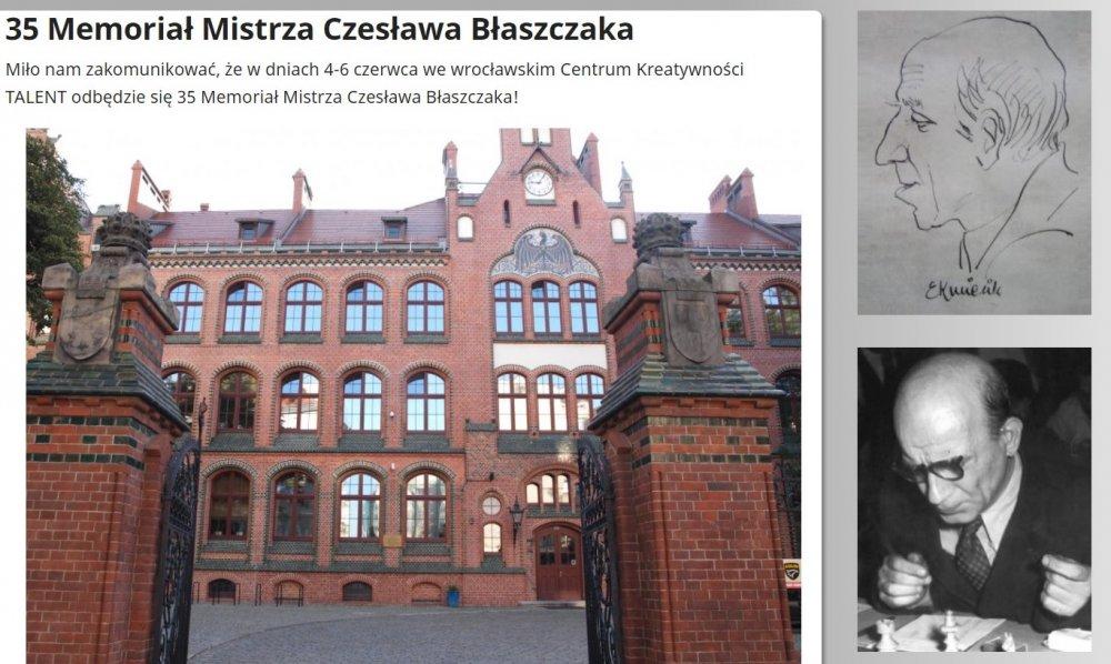 Po lewej stronie duże zdjęcie budynku Centrum Kreatywności Talent we Wrocławiu. Po prawej stronie znajdują się dwa mniejsze zdjęcia, umieszczone jedno nad drugim.  Górne przedstawia grafikę przedstawiającą Czesława Błaszczaka wykonaną piórem. Dolne to fotografia mistrza.